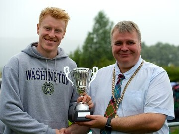 Councillor Chris Kane presenting the 90m winner with The Provost Cup