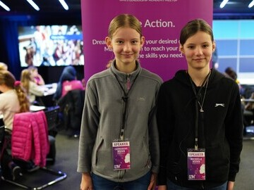 Catherine (L) and Michelle Henn, founders of Happy Hens in the UK,  spoke at GLAM about how they operate their 3D printing business.