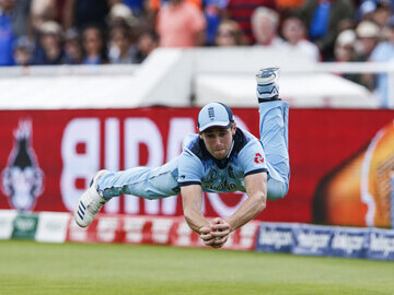 Chris Woakes Diving Catch