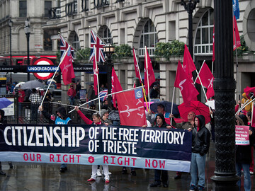 Citizens of Trieste in Piccadilly Circus - 6 october 2014