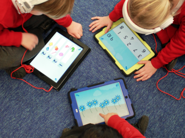 children learning with onebillion apps