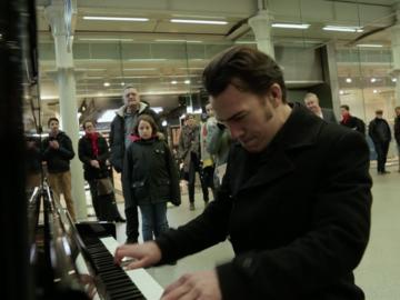 Henri Herbert - Street Piano player 3