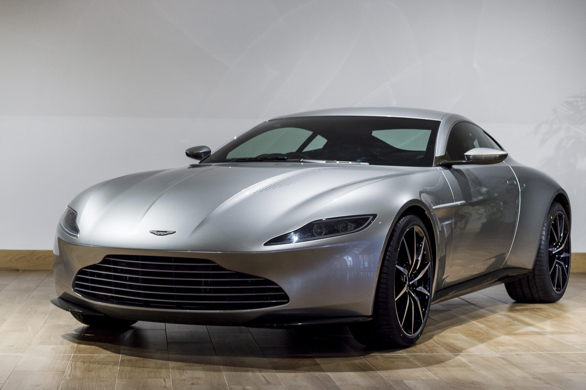 db10 tour roars in to aston martin works pressat. Black Bedroom Furniture Sets. Home Design Ideas
