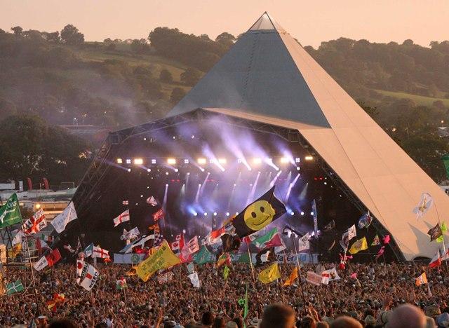 Resultado de imagem para glastonbury festival pyramid stage